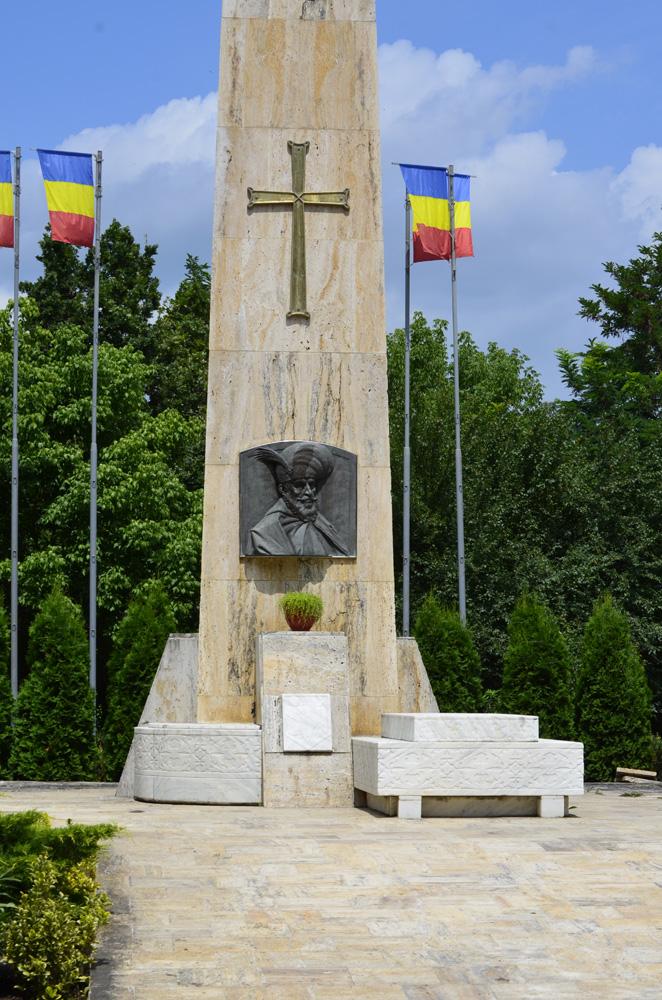 Monument la mormantul lui Mihai Viteazu